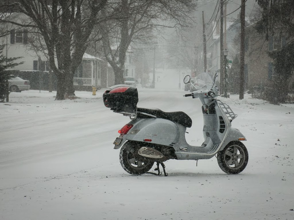 131214_vespa_snow003
