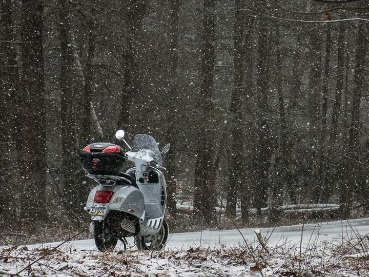 Vespa GTS in the snow